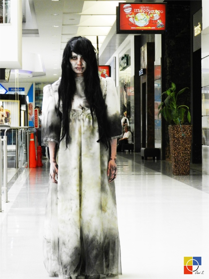 ZOMBIE GIRL -  Zombie Cosplay Photo